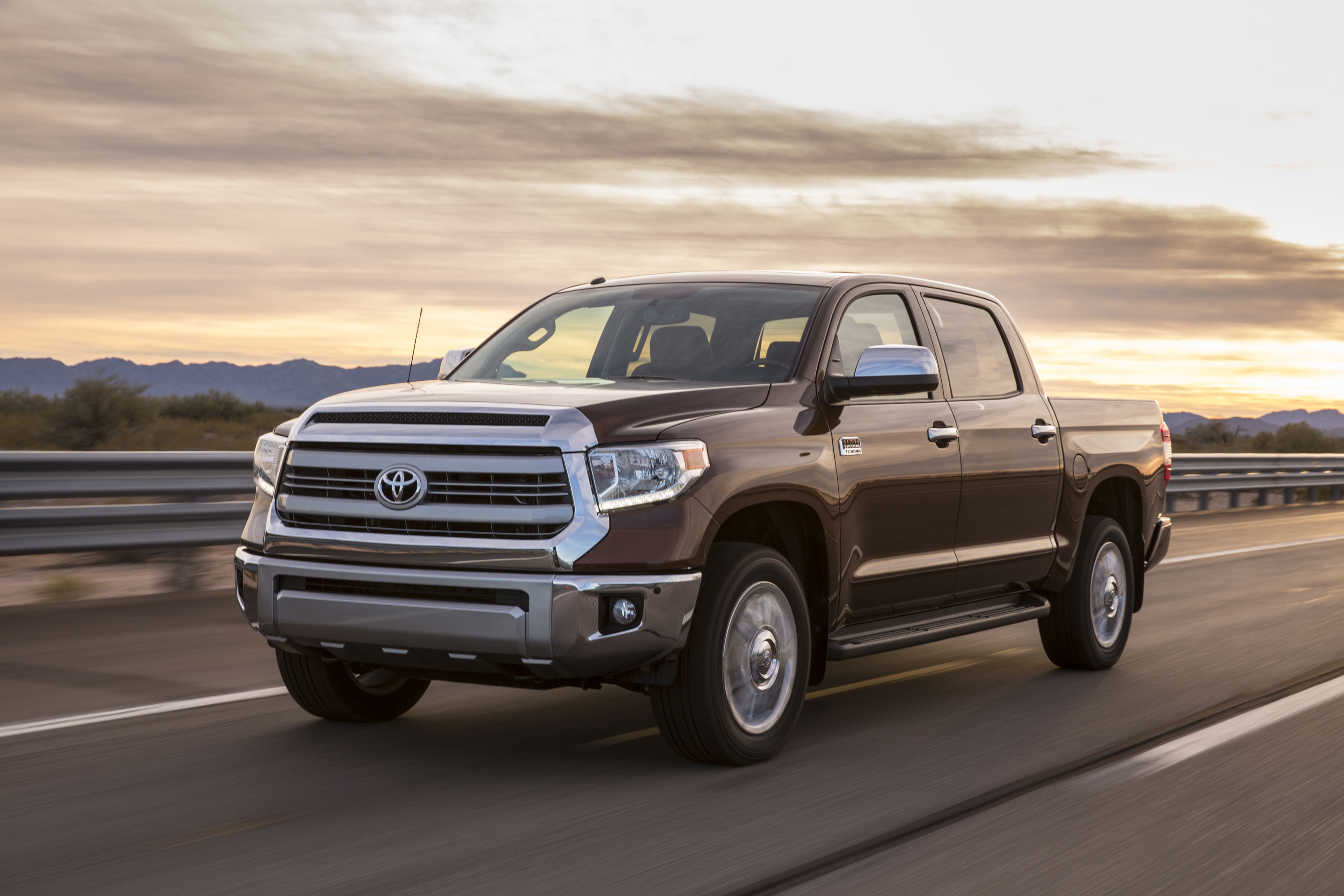 chicago auto show toyota unveils 2014 tundra are you as disappointed as we are autospies. Black Bedroom Furniture Sets. Home Design Ideas