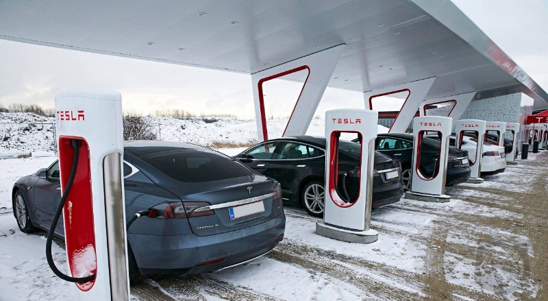 Brilliant Or Bonehead? Tesla Brings Back Unlimited Charging To Move Inventory
